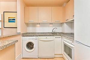 small-olee-holiday-rentals-apartamento-1-dormitorio-frontal-cocina