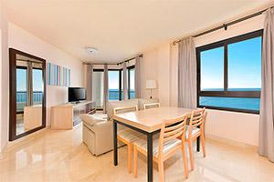small-olee-holiday-rentals-apartamento-1-dormitorio-frontal-salon-1