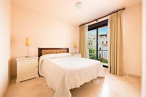 small-olee-holiday-rentals-apartamento-3-dormitorios-frontal-hab-1