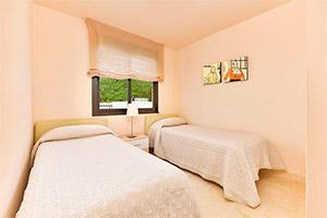 small-olee-holiday-rentals-apartamento-3-dormitorios-frontal-hab-2