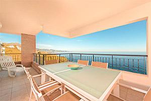 small-olee-holiday-rentals-apartamento-3-dormitorios-frontal-terraza-1