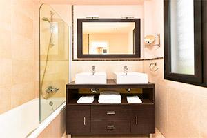 small-olee-holiday-rentals-apartamento-3-dormitorios-lateral-bano-2