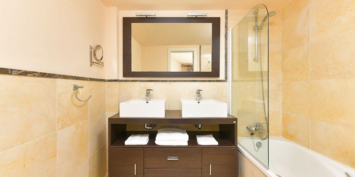 olee-holiday-rentals-apartamento-1-dormitorio-frontal-bano-1
