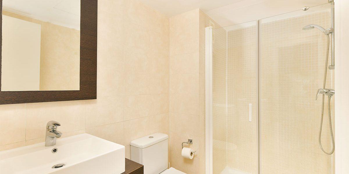 olee-holiday-rentals-apartamento-2-dormitorios-lateral-bano-1