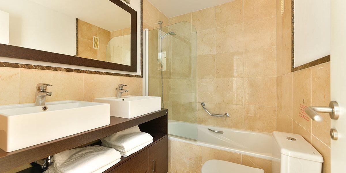 olee-holiday-rentals-apartamento-2-dormitorios-lateral-bano-2