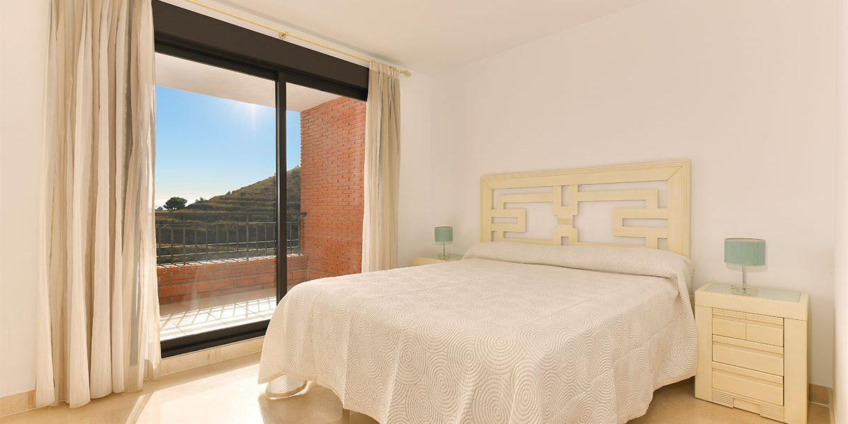 olee-holiday-rentals-apartamento-2-dormitorios-lateral-hab-principal-1