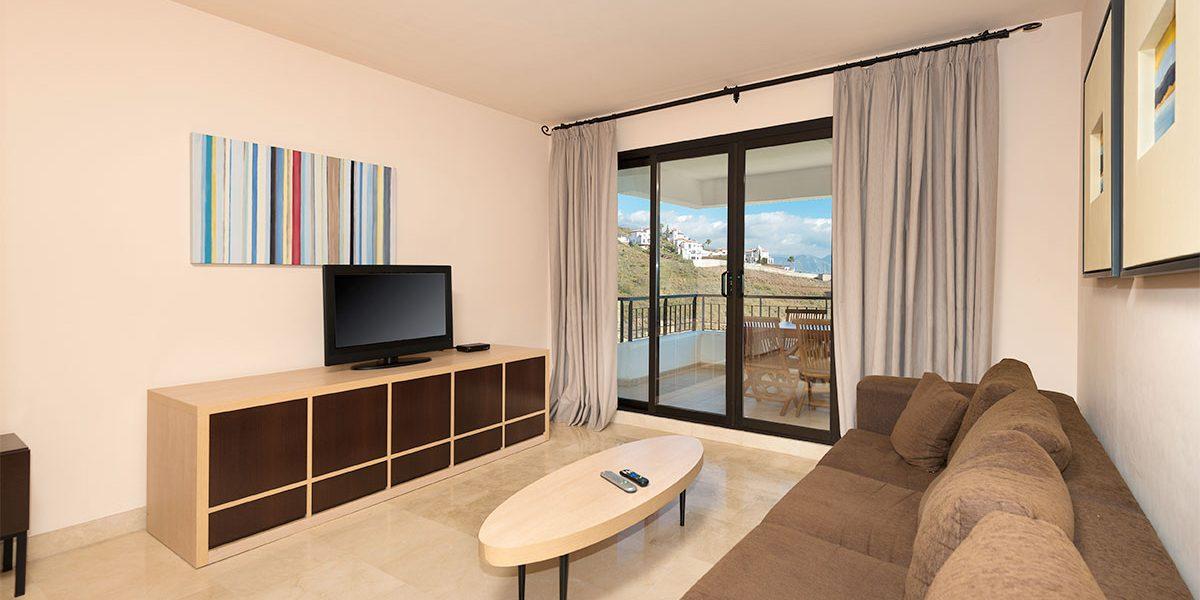 olee-holiday-rentals-apartamento-2-dormitorios-lateral-salon-1