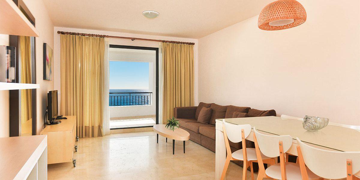 olee-holiday-rentals-apartamento-3-dormitorios-frontal-salon-1