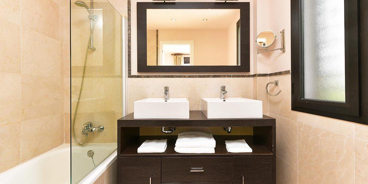 olee-holiday-rentals-apartamento-3-dormitorios-lateral-bano-2